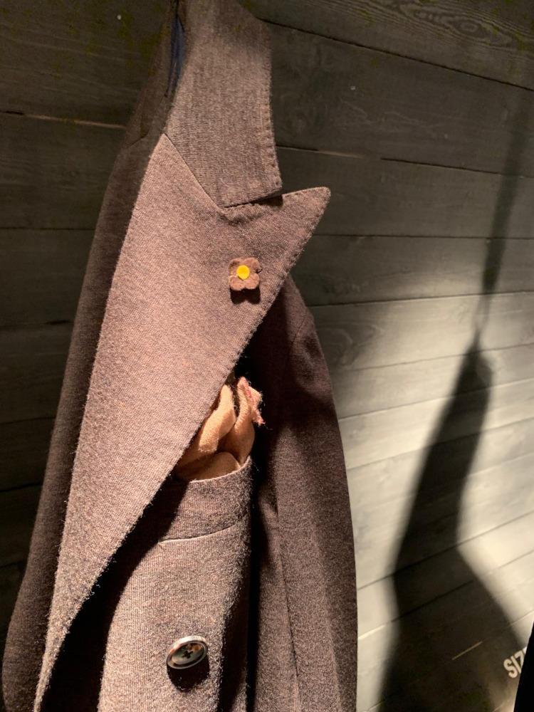 <b>ラルディーニ</b></br>「LIKNIT」シリーズのジャケット。ニットでありながら、ラペルの立体感やステッチワークはサルトリアーレのジャケットにひけをとらない。