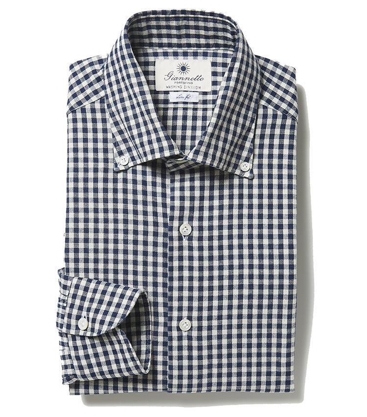 <b>8.ジャンネットのギンガムチェック柄ボタンダウンシャツ</b><br />前立てに太陽の刺繍が施された、7と同じイタリアのシャツブランド。ネイビーチェックである上にやや地厚なコットンなので、シャツ一枚になっても下着が透けにくい。2万5000円(ジェンテ ディ マーレ)
