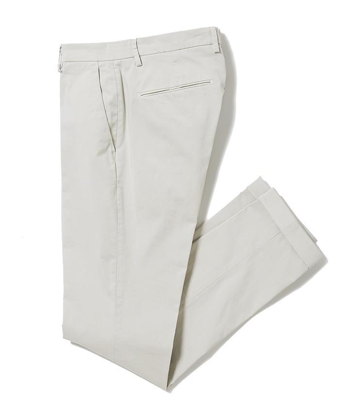 <b>10.ブリリア 1949のコットンパンツ</b><br />メンズのパンツファクリーが手掛ける、イタリアのパンツ専門ブランド。ベージュのパンツは、コットンストレッチの穿き心地と、美脚のテーパードスリムシルエットに感動。1万9000円(ジェンテ ディ マーレ)