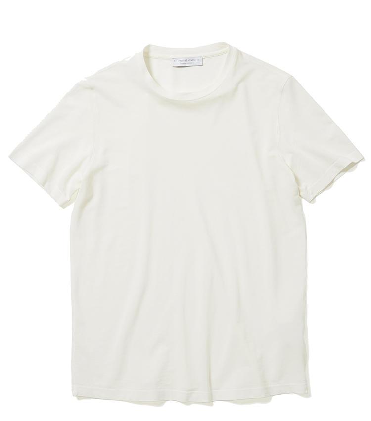 <b>13.フィリッポ デ ローレンティスのカットソー</b><br />シャリ感のある通気性良好なコットン糸で編んだ、白のコットンニットTシャツ。ニットの上質さとTシャツのカジュアルさを併せ持ち、一枚で着ても高級感がある。1万2000円(ジェンテ ディ マーレ)