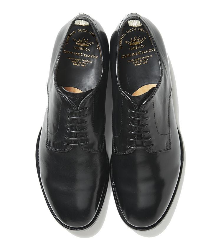 <b>20.オフィチーネ クリエイティブの外羽根シューズ</b><br />クラシック×ヴィンテージ調の靴が揃うイタリアブランド。トゥに少しボリュームがある外羽根の黒靴は、ドレッシーすぎず程良くカジュアルで、普段スーツを着ない職種でもオン・オフで活用しやすい。6万5000円(ジェンテ ディ マーレ)