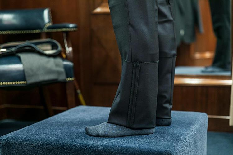 <strong>今回はハーフクッションに</strong><br />いつもはノークッションでパンツを穿くことが多いという田島さんの好みを鑑みて、今回はわずかにクッションが付く程度の軽やかな丈に決定。