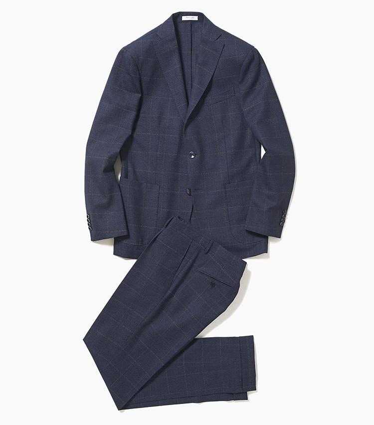 <b>1.ボリオリの紺チェックスーツ</b><br />疲れ知らずの軽さと着用映えするシルエットが魅力のボリオリ。ネイビーのウールスーツは、大柄チェックが若手社員には真似できない大人の貫禄を醸し出す。かすれたような柄なので、無地のネイビースーツ感覚で着こなしが可能だ。15万8000円(エリオポールメンズ銀座)