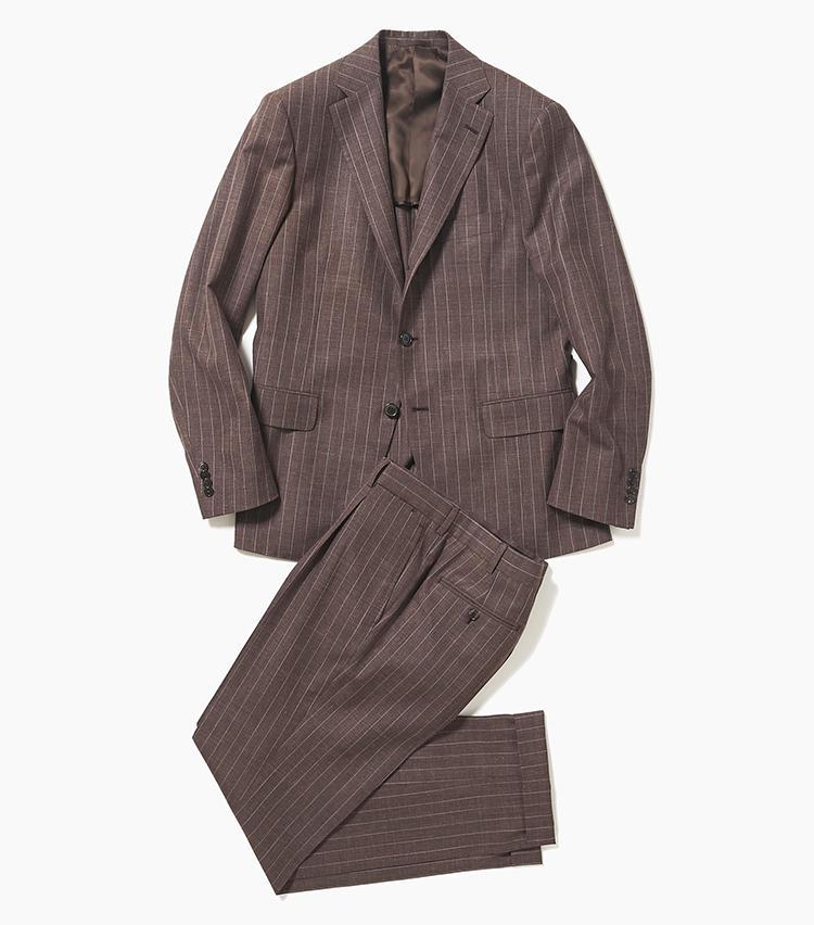 <b>2.ベルヴェストの茶ストライプスーツ</b><br />紺やグレーの次に注目高まるブラウンスーツ。こちらはウールのハリとシルクの艶、リネンのシャリ感を兼ね備えた春夏向きの三者混素材。スーツの名門だけにストライプ柄でも強印象にならず、品良く見える。31万8000円(エリオポールメンズ銀座)