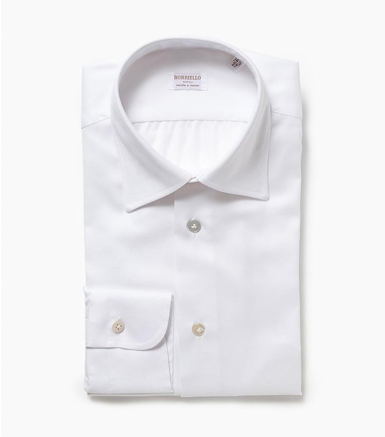 <b>4.ボリエッロの白シャツ</b><br />有名ブランドのシャツも手掛けているナポリの高級シャツメーカー。高品質なカノコ生地を使い、独自のパターンで仕立てたコットンシャツは、一枚でも勝負できる存在感。シャツ2万5000円(エリオポールメンズ銀座)