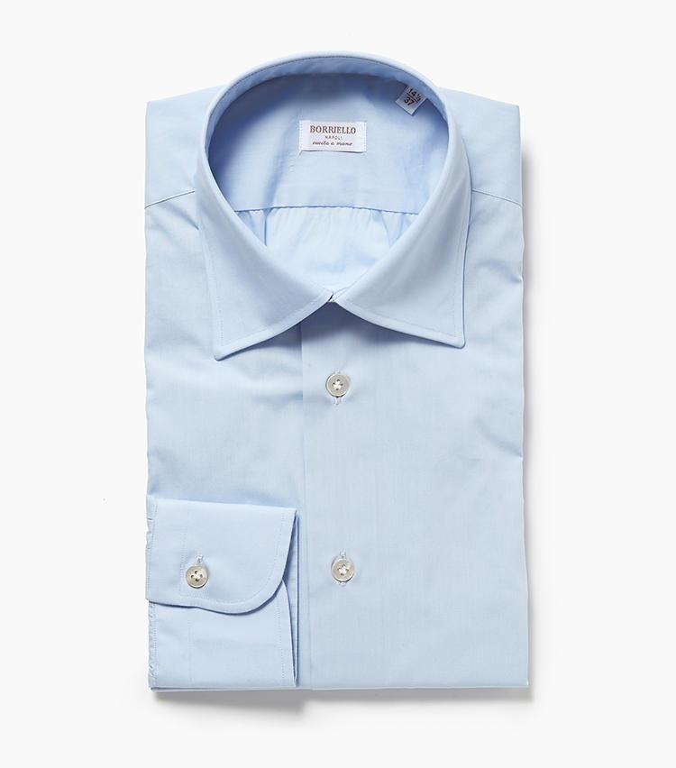 <b>5.ボリエッロのサックスブルーシャツ</b><br />ネクタイを結んでも、ノータイでも似合うカッタウェイカラーのシャツは、クールビズ期間中も活躍間違いなし。程良くシェイプされた細身のシルエットも、精悍な印象に見せてくれる。2万3000円(エリオポールメンズ銀座)