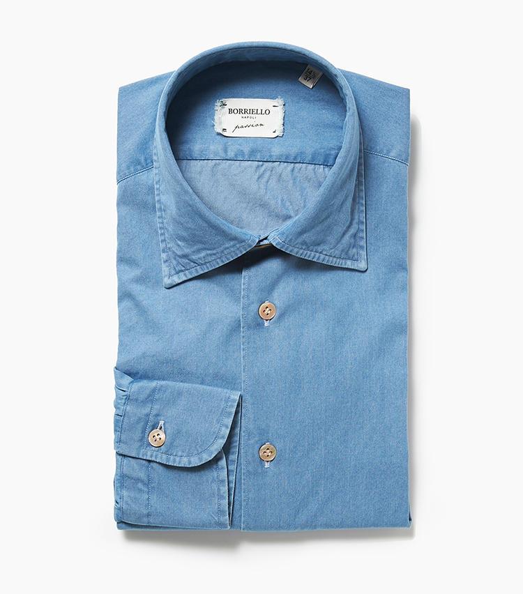 <b>6.ボリエッロのシャンブレーシャツ</b><br />ドレッシーなシャツ作りのノウハウを生かしたシャンブレーシャツは、艷やかなマザーオブパールのボタンもあって、ひと味違う存在感。大人の休日にはこんなカジュアルシャツが必要だ。2万5000円(エリオポールメンズ銀座)