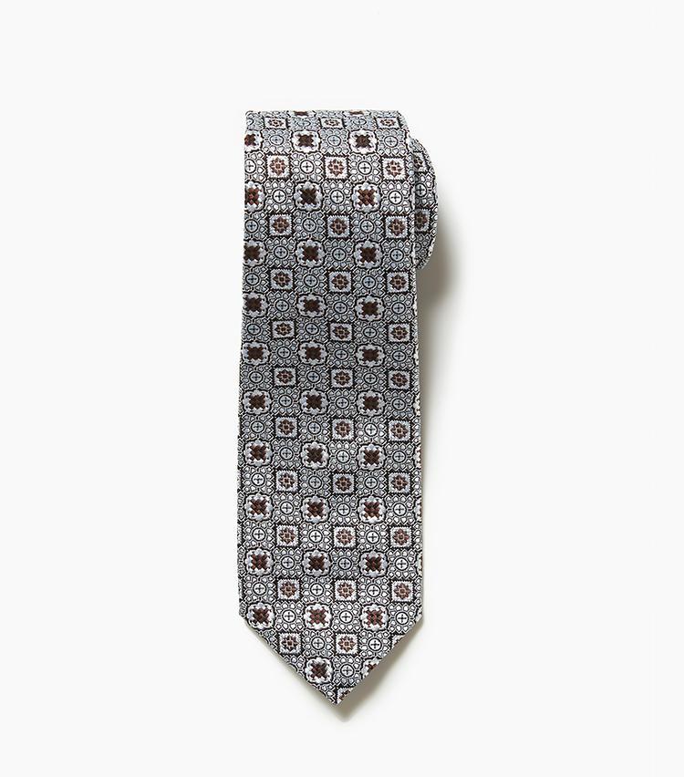 <b>7.AD&Cの小紋柄ネクタイ</b><br />有名ブランドの製品も手掛ける確かな品質のアーディアンドシー。こちらはシルク100%の小紋柄。こうしたヴィンテージ風の柄は、ここ最近のネクタイトレンドだ。1万2000円(エリオポールメンズ銀座)