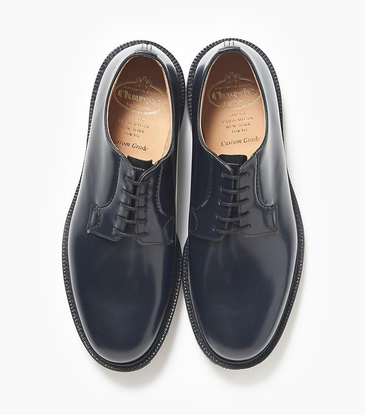 <b>23.チャーチの紺プレーントゥシューズ</b><br />水や汚れに強いポリッシュドバインダーカーフを使用した定番モデル「シャノン」は、春の変わりやすい天候でも安心して履ける革靴。紺色の靴はお洒落のハズシとして使う人も多い。9万2000円(エリオポールメンズ銀座)