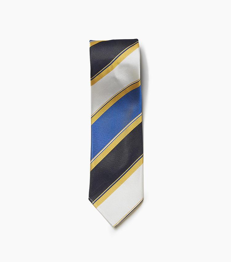 <b>10.ロバート フレイザーの多色ストライプタイ</b><br />生成りのシルク生地に黒、水色、黄色のストライプをプリント。明るいイメージのマルチカラータイは、手持ちスーツのイメージをガラリと変えたいときに役立ってくれる。スカーフのようにヒラリとした締め心地の裏なし仕立てもポイント。色柄は強くても仕立てが軽快なため、トゥーマッチにならず着こなせる。大剣幅8.5cm。1万円(アイネックス)