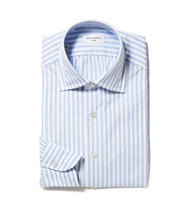 <b>5.リングヂャケット ナポリの水色ストライプシャツ</b><br />ナポリで仕立てたオリジナルシャツ。縫製やボタン付けなど随所にナポリのエッセンスを注入され、一枚でも着用映え。サックスブルーのストライプにも清潔感があふれる。3万6000円(リングヂャケットマイスター206 青山店)
