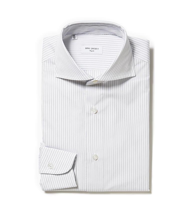 <b>7.リングヂャケット ナポリのオルタネートストライプシャツ</b><br />紺×水色のオルタネートストライプのシャツは、白無地シャツでは少し味気ないときにコーディネートに奥行きを演出してくれる。3万9000円(リングヂャケットマイスター206 青山店)