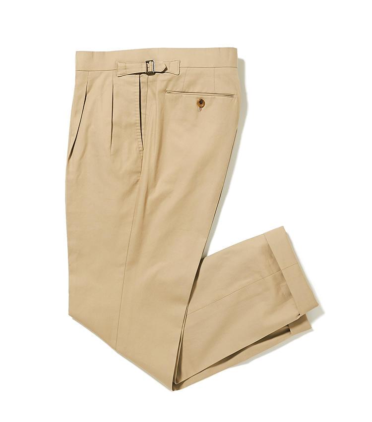 <b>18.リングヂャケットのチノパン</b><br />腰回りに2プリーツを入れてゆとりをもたせた旬のテーパードシルエット。サイドアジャスター付きなのでベルトなしでも穿けて、ジャケットを脱いだときのポイントにもなる。3万円(リングヂャケットマイスター206 青山店)