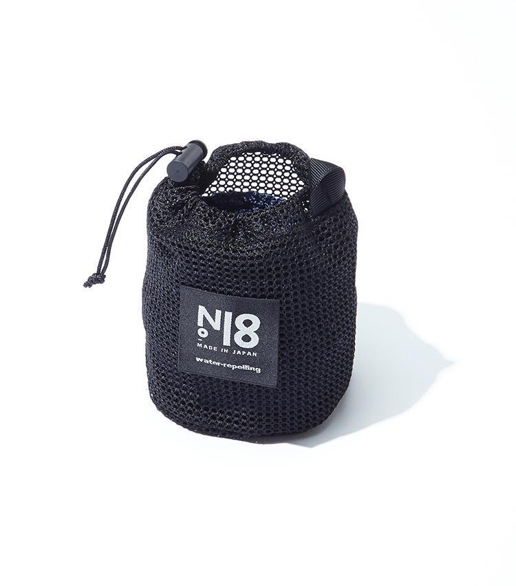 ニットタイは、付属のメッシュ状のポーチに、くるくる丸めてコンパクトに収納が可能。