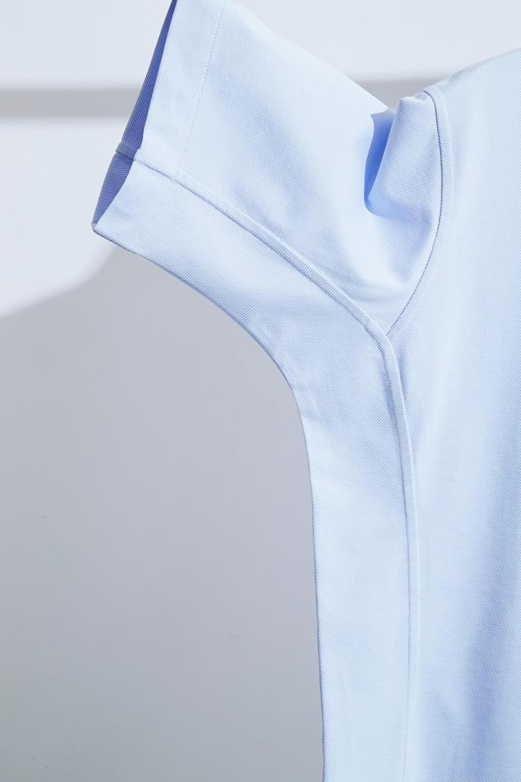 これが「動体裁断・動体縫製®」の特徴。前身頃、後ろ身頃の2枚ではなく、3枚はぎになっているのがわかる。