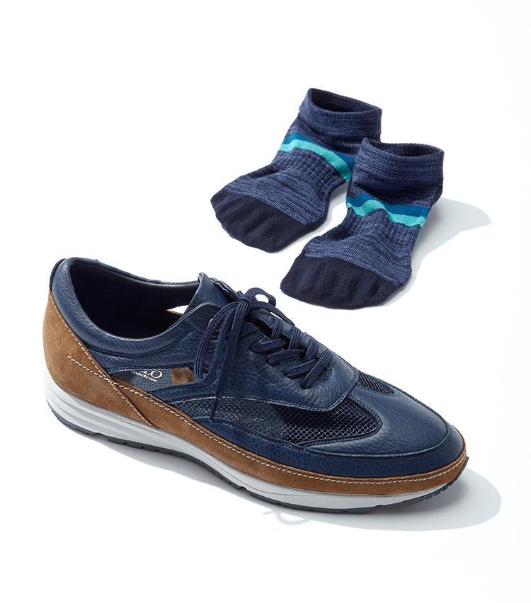 アッパーがくり抜かれたスニーカーにぴったり合わせてデザインされたソックスも展開。靴2万1000円、ソックス1500円