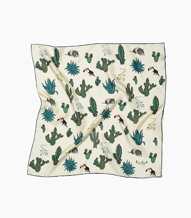 <b>14.キンロックのシルクスカーフ</b><br />サボテンやトカゲ、アルマジロなどファニーな絵柄をプリントした、人気者になれそうなシルクスカーフ。66×66cmの手頃なサイズも使い勝手がいい。2万円(新宿高島屋)