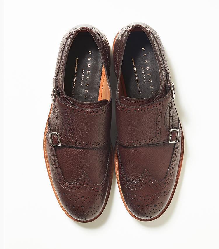 <b>23.ヘンダーソンのダブルモンクストラップシューズ</b><br />見た目は表革製の本格靴だが、実はラバーソールのカジュアルシューズで、ほっとする履き心地。軽快なつくりなので、ノーネクタイのクールビズスタイルにもマッチする。8万4000円(新宿高島屋)