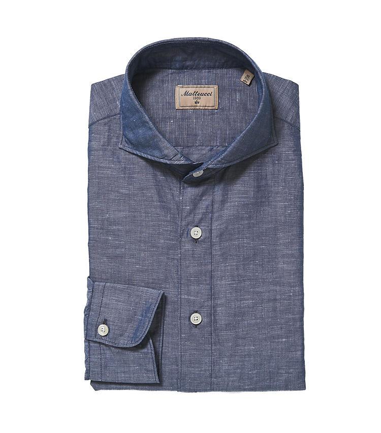 <b>6.マテウッチのシャンブレーシャツ</b></ br>ミドル世代のシャンブレーシャツは、ダメージやアタリを施した土くさいものよりも、きれいめなドレスシャツ仕立てのほうが万人受けする。1万6000円(阪急メンズ東京)