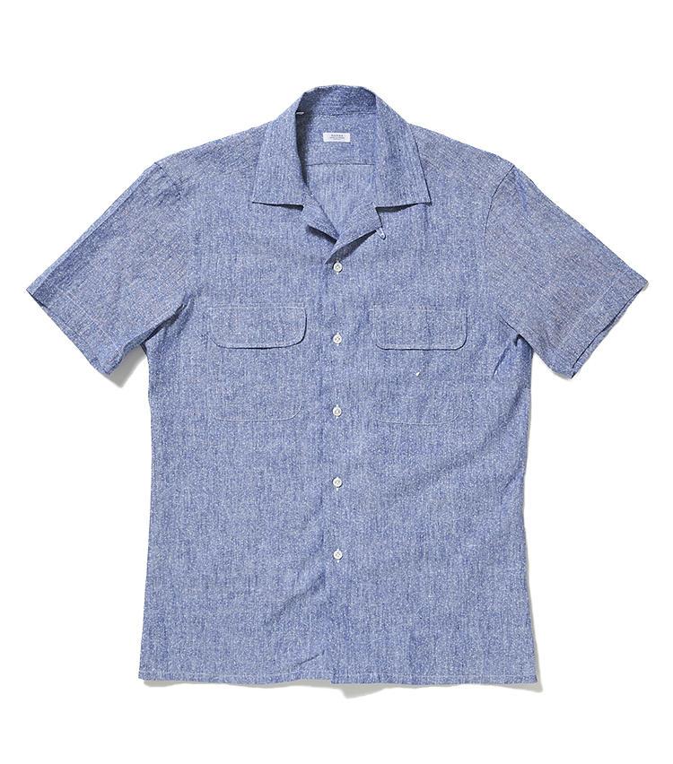 <b>9.バルバの開衿シャツ</b><br />この夏トレンドのオープンカラーシャツ。バルバはリネンコットンのメランジ生地を使った細身のシルエットが脱オジサン。高位置に取り付けたフラップポケットは視線を上に誘い、すらっと見せる効果も。3万4000円(阪急メンズ東京)