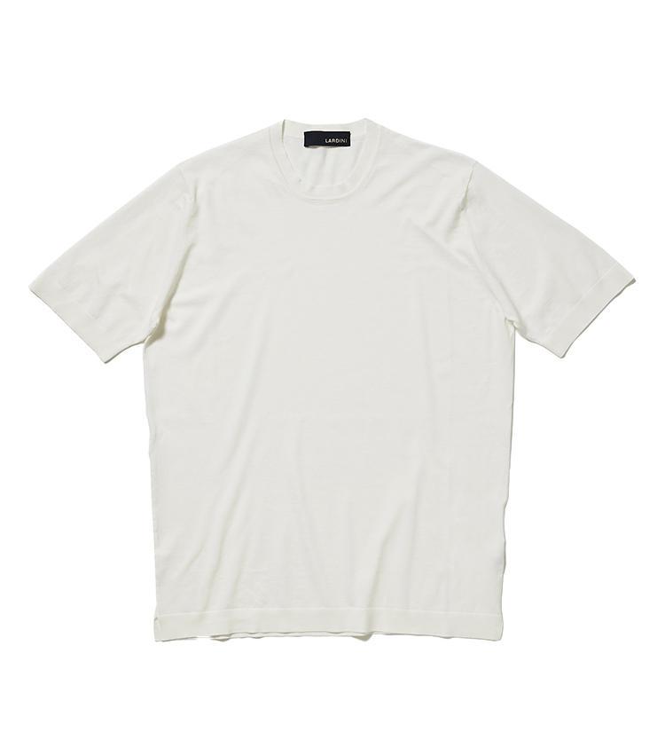 <b>12.ラルディーニの白カットソー</b><br />滑らかタッチのコットン100%素材は、ミドルエイジのわがままボディをうまくカモフラージュしながらリッチに演出。体型問わず一枚でも着用映えする。2万8000円(阪急メンズ東京)