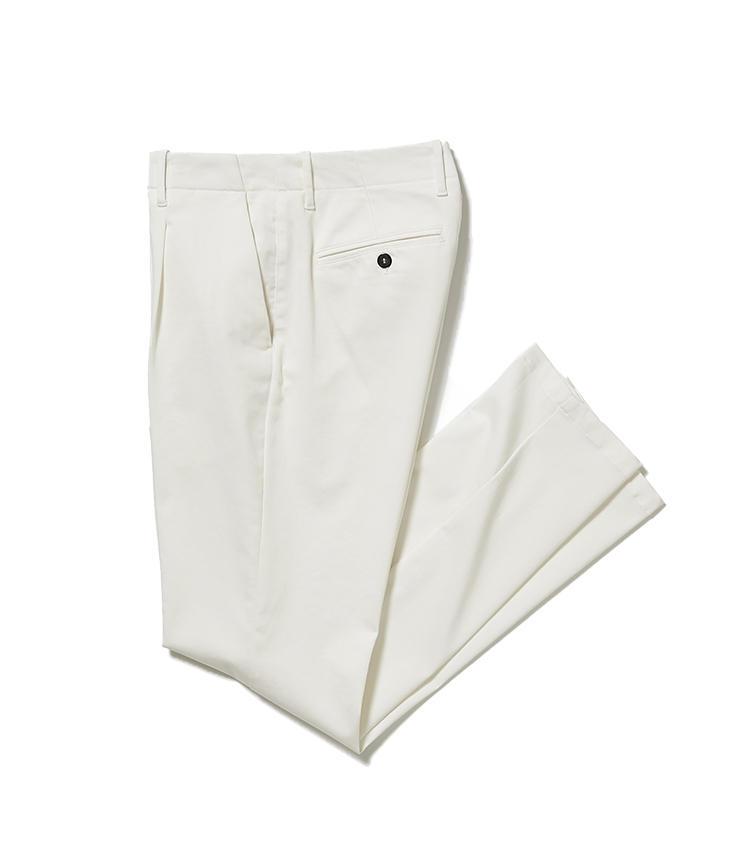 <b>14.ジャブス アルキヴィオの白パンツ</b><br />イタリアのパンツ専業ファクトリーには、クラシックモダンな今どきパンツがラインナップ。コットンストレッチのパンツ、通称「ガムパン」は仕事着としても理想的だ。2万7000円(阪急メンズ東京)