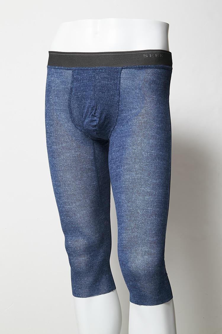 <strong>膝まで覆うロング丈</strong><br />実際に穿いてみるとこれくらいの着丈。長時間座った時に汗をかきやすいもも裏や膝裏をしっかりカバーしてくれる。M・Lサイズ3300円