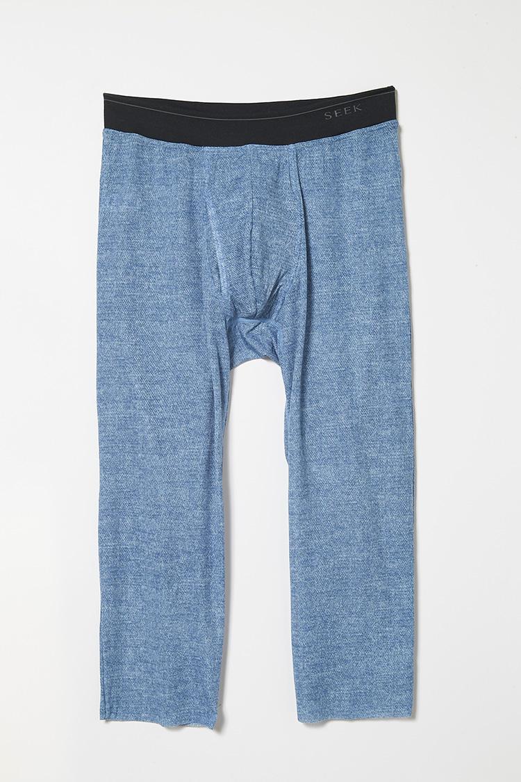 <strong>色バリエも</strong><br />清涼感あるジーンズブルーの色バリエーションも展開。M・Lサイズ3300円