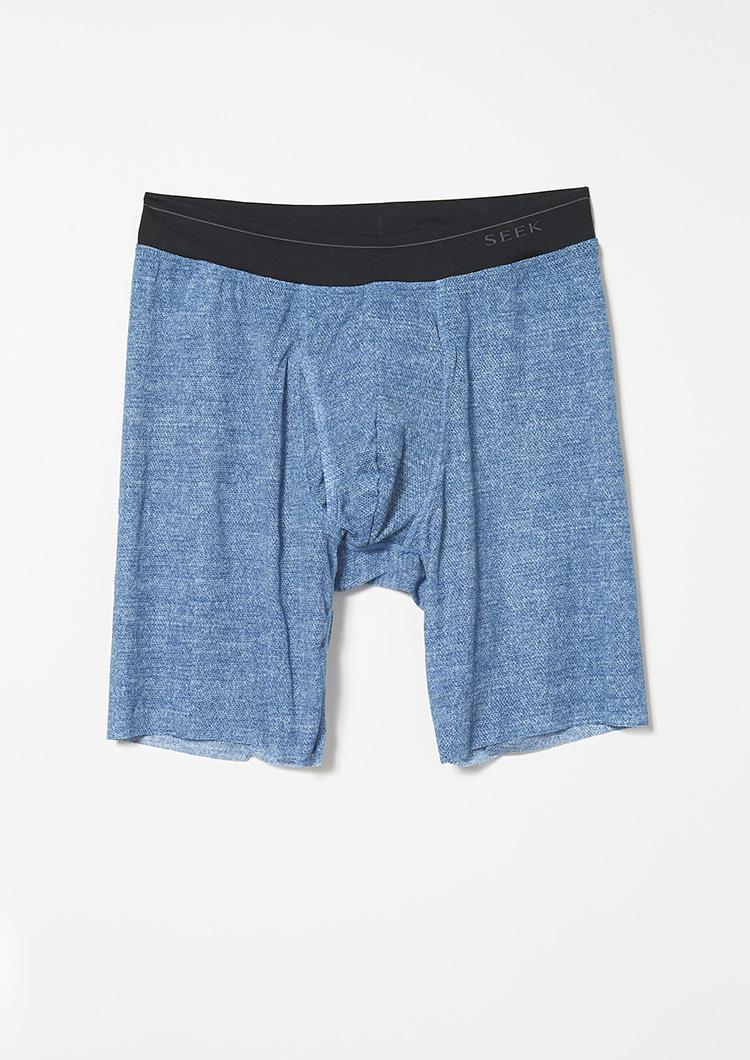<strong>色バリエも多彩</strong><br />爽やかなメランジカラーのジーンズブルーはロングボクサーでも展開。M・Lサイズ3000円