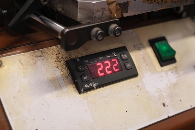 数分かけて、機械が温まっていく。