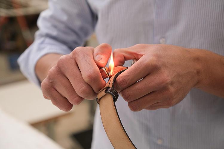 再び火で炙って糸留め。