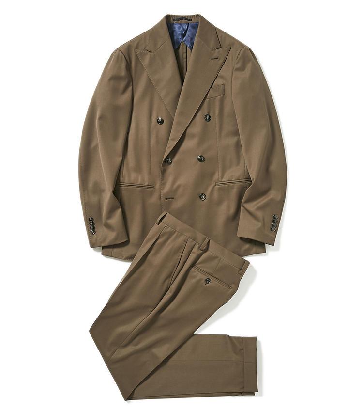 <b>2.バルバのブラウンスーツ</b><br />微かにオリーブグリーンを混ぜたような独自のブラウンがスタイリッシュ。スマートで洗練されたバルバ独自のシルエットも、都会の風景によく馴染む。14万8000円(グジ東京)