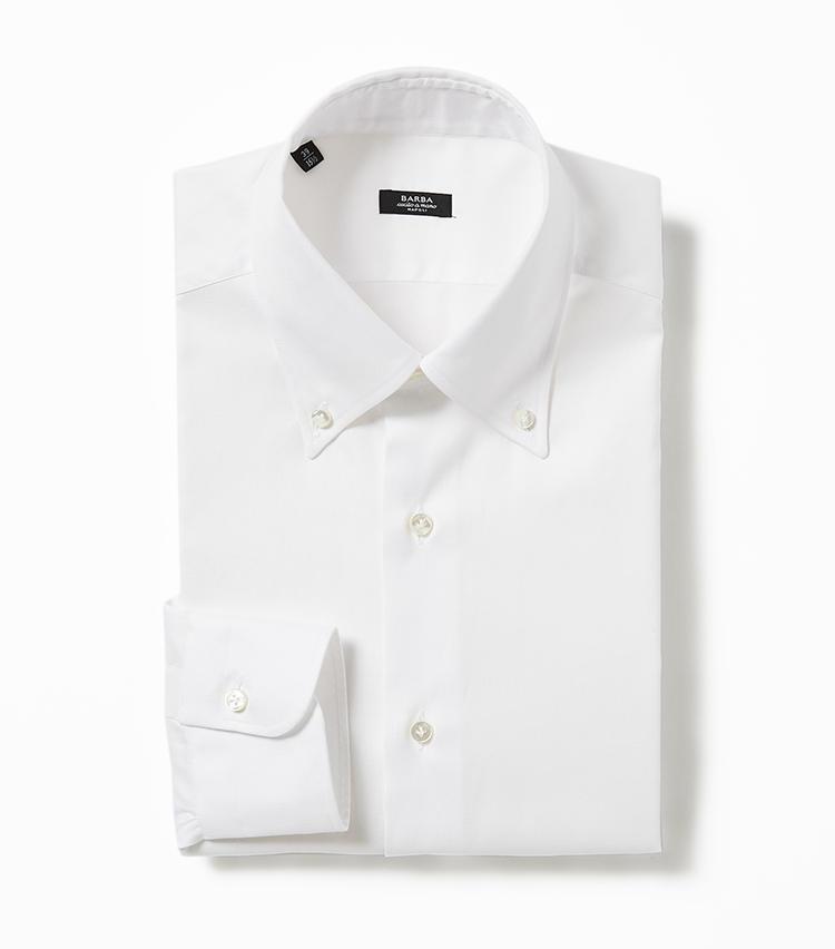 <b>6.バルバのボタンダウンシャツ</b><br />ボタンダウンシャツによく使われるピンオックスフォード生地で仕立てたシャツは、トラッドすぎない少しくだけた雰囲気が使い回しやすく、ノーネクタイでも決まる。3万1000円(グジ東京)