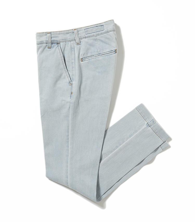 <b>18.アントレ アミのウォッシュデニム</b><br />今季注目のブリーチウォッシュデニム。なかでもこちらはケミカルな印象が控えめ。ヒップポケットはスラックスのような玉縁ポケットで後ろ姿も上品。2万6000円(グジ東京)