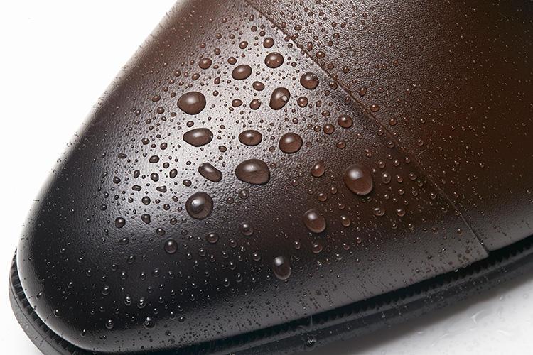 モデロのドレス靴、撥水の様子はこんな感じ!