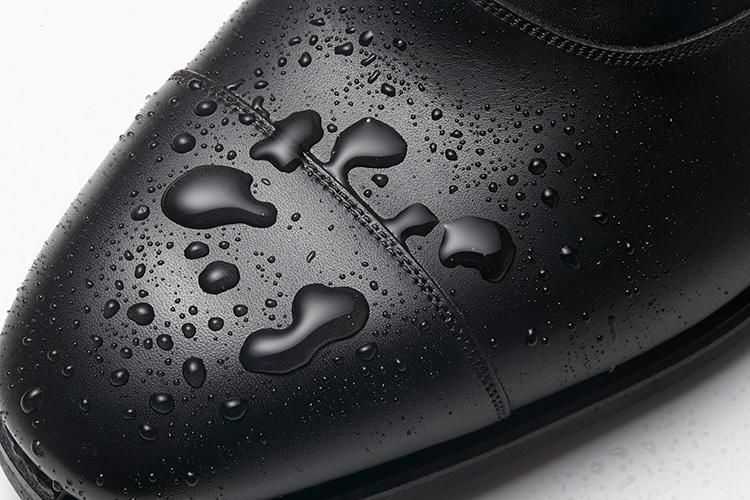 カルミーナのドレス靴、撥水の様子はこんな感じ!