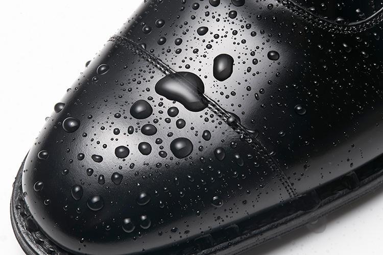 チャーチのドレス靴、撥水の様子はこんな感じ!