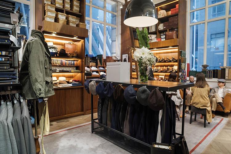 ペダービルディング店はアーモリーの第1号店。通りを挟んですぐのところに2号店のランドマーク店、そして米国ニューヨークにもショップを構える。