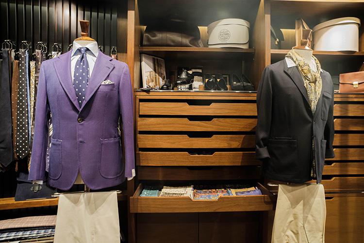 フランク クレッグのカバン、ボードイン アンド ランジのベルジャンシューズ、ロック&コーのハットなど、様々な国籍の名品が揃う。
