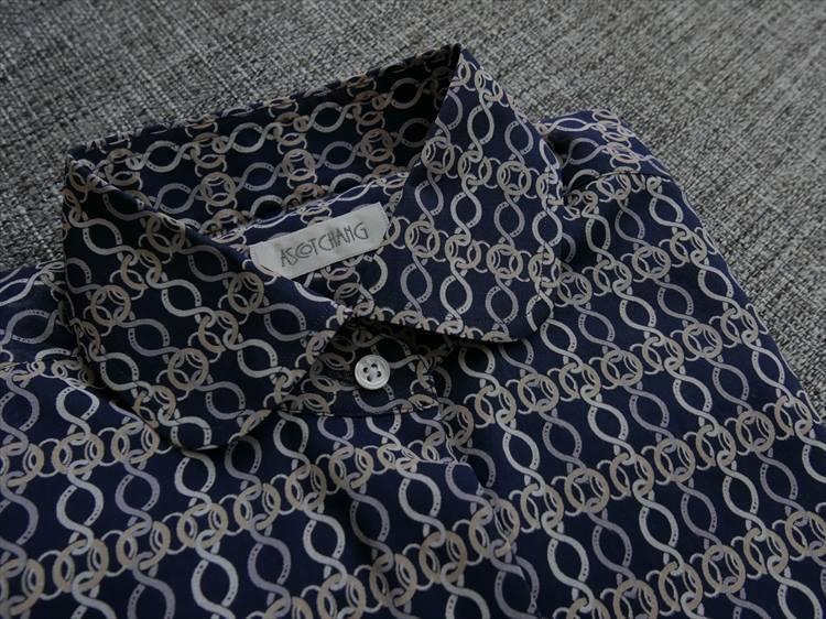 こちらが、平澤がオーダーしたヴィンテージファブリックのシャツ。レディスなので襟はラウンドカラーにした。
