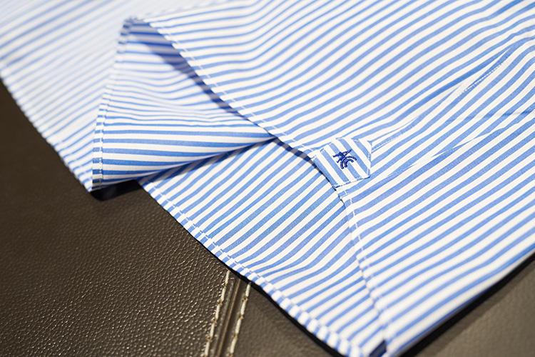 ガゼットや裾の巻き縫いもきれい。