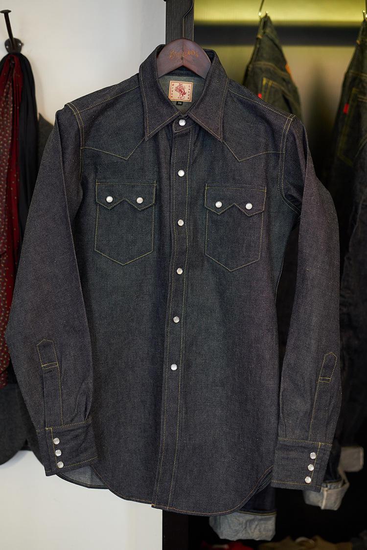 羽織りモノとしてアウター的にするもよし、ジャケットの中にINするもよし。