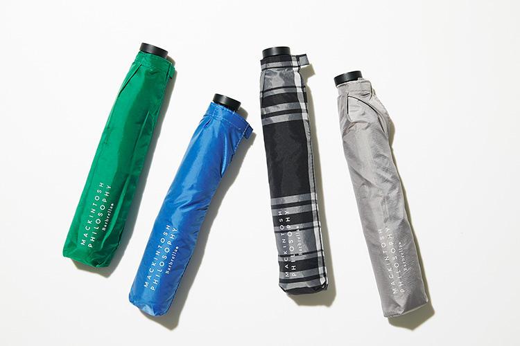 <strong>マッキントッシュ フィロソフィー</strong><br />毎日ストレスなく携帯できる軽さとファッション性をコンセプトに開発されたバーブレラ®。薄くてコシのあるポリエステルとカーボン骨を採用し、86g?という圧倒的な軽さを実現。緑と青は親骨の長さが50cm、チェックとグレーが55cm。畳むと21.5cmのサイズはスペースをとらず収納できる。グリーン、ブルー各7000円、チェック8500円、グレー7500円(SANYO SHOKAI カスタマーサポート)