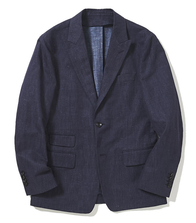 <b>4.トゥモローランドのデニム調ジャケット</b><br />リネンにコットンを混紡し、デニムのような風合いに仕上げたピークトラペルのアンコンジャケット。デニムジャケット感覚で気楽に羽織るもよし。同生地のパンツとカジュアルなスーツとして着こなしてもいい。4万9000円(トゥモローランド)