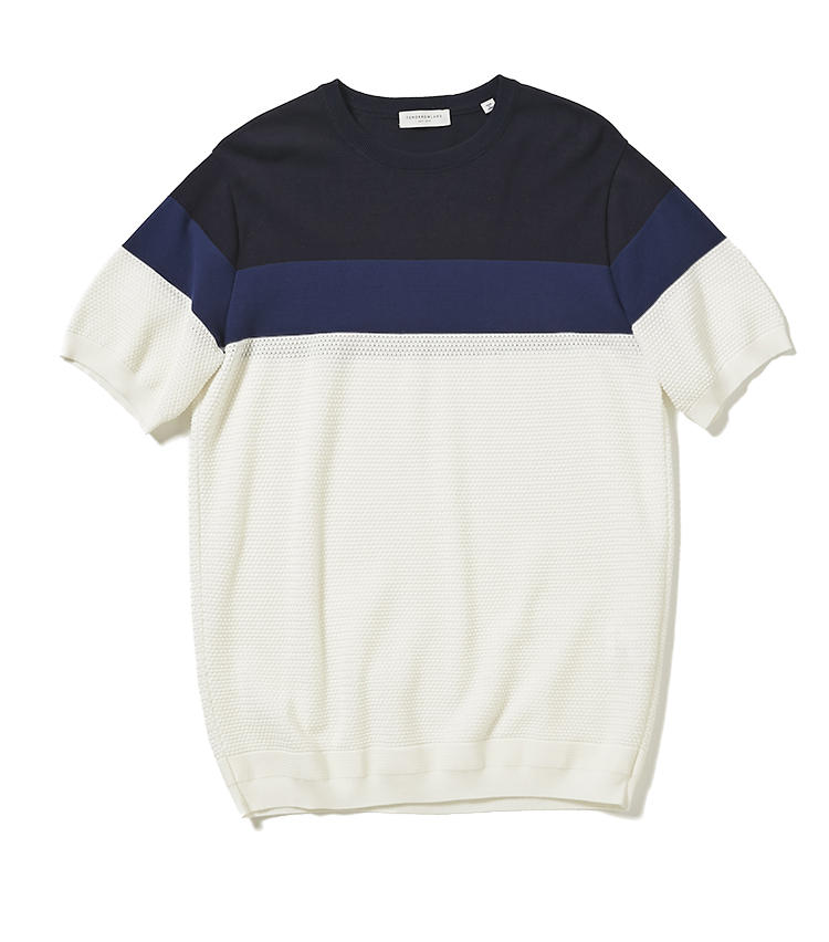 <b>12.トゥモローランド トリコのカラーブロック ニットT</b><br />クリーンで上品なタッチがTシャツ以上にエレガント。どんな肩幅でも自然にフィットするパターン、ゴロゴロしない滑らかな着心地は、ニットが得意なトゥモローランドならではだ。1万5000円(トゥモローランド)