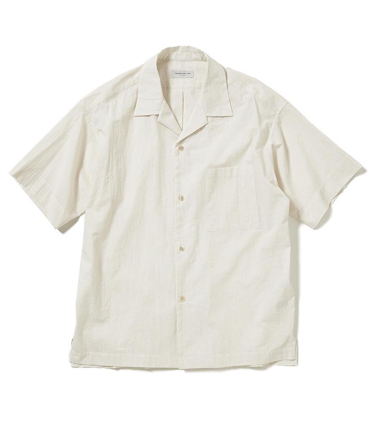 <b>13.トゥモローランドの開襟シャツ</b><br />トレンドのオープンカラーシャツに、汗をかいても肌に張り付かないシアサッカー生地を採用。リラックス感のあるシルエットも今年らしい着こなしをつくる。1万4000円(トゥモローランド)