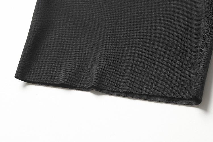 <b>切りっ放しでゴロつきもなし</b></br>裾は縫い目のない切りっ放し仕立て。端が肌に当たってゴロつくことがないため、より快適な穿き心地に。