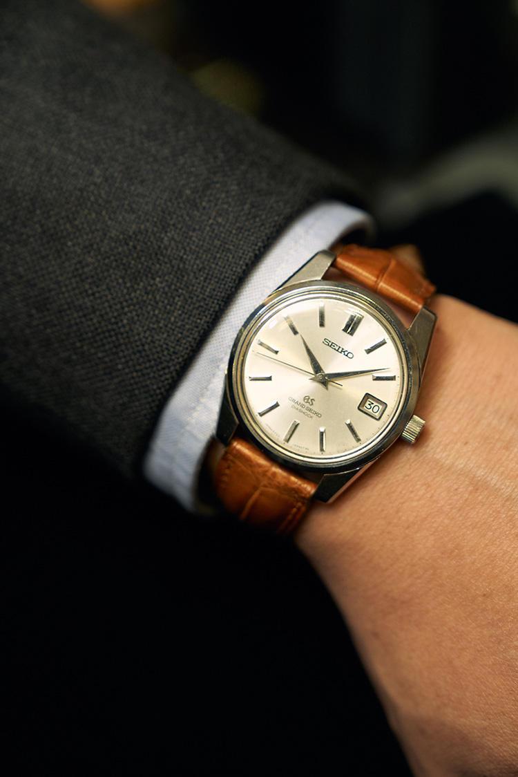 <strong><big>グランドセイコー「5722GS」</big></strong><br />日本が誇る名機も並ぶ。「グランドセイコーはムーブメントの素晴らしさが世界的に知られている時計メーカーです。こちらは1968年製の手巻きモデル。37mm径と大きすぎず小さすぎないサイズもいいですね。ヴィンテージ時計好きなら、グランドセイコーは絶対後悔しない一本といえるでしょう。価格は状態によって800USドル〜2000USドルと幅があります」(クィントンさん)