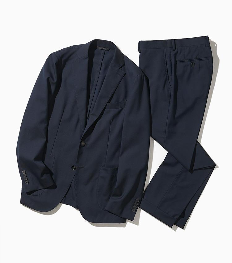 <strong><big>ダーバン</big></strong><br />ダーバンの「モバイルコレクション」は、家庭用洗濯機で洗えるウール100%のセットアップスーツをラインナップ。通気性に優れる上質な平織りウールを使い、クラシックなフォルムのままで洗える機能を付加している。縫製は国内随一の技術を誇るダーバン宮崎ソーイング。ジャケットとパンツを別サイズでセットアップできる。ジャケット5万6000円、パンツ2万4000円/以上ダーバン(レナウン プレスポート)