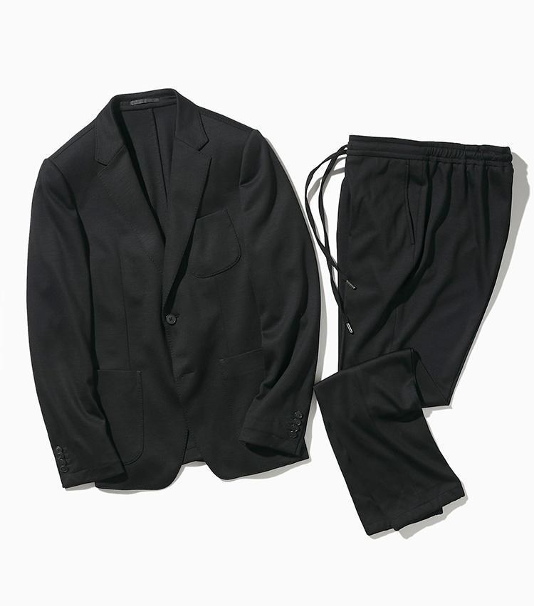 <strong><big>ジー ゼニア</big></strong><br />ジーゼニアの「テック メリノ ウォッシュ & ゴー」は、登場時から話題を博し、ジェットセッターエグゼクティブのためのトラベルスーツとして人気。100%メリノウールでありながら、自宅の洗濯機で洗えるスーツは、3パッチポケットのジャケットにドローコード付きのシャーリングパンツをセットしたスポーティなセットアップスーツだ。軽量のウールジャージーを使用し、ストレッチ性のある優れた着心地も魅力。ジャケット18万9000円、パンツ7万9000円/以上ジー ゼニア(ゼニア カスタマーサービス)
